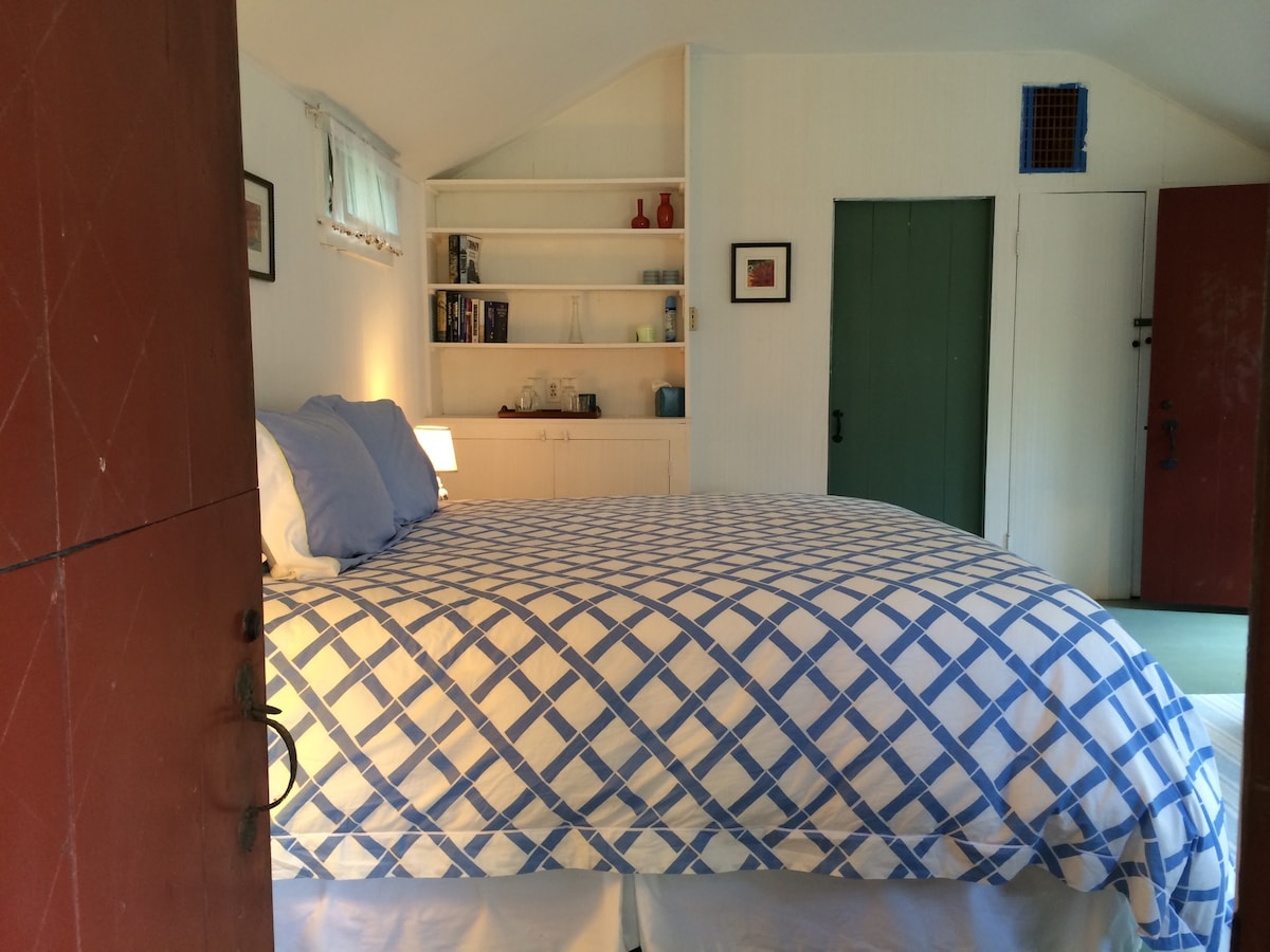 Charming One Room Guest Cottage