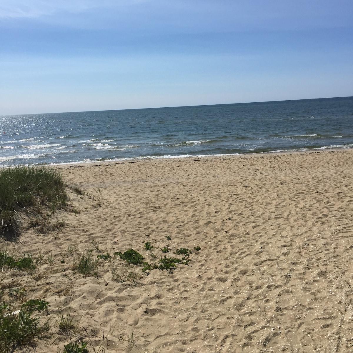 Cozy condo steps to private beach