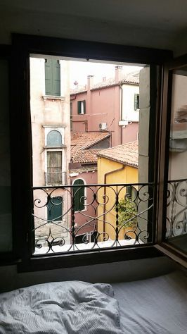 Nice and Cozy Bedroom in Venice...