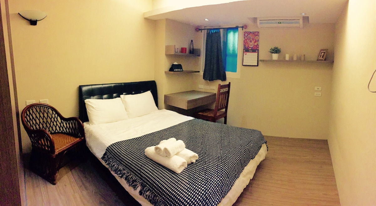 1 min from MRT,Double homey room