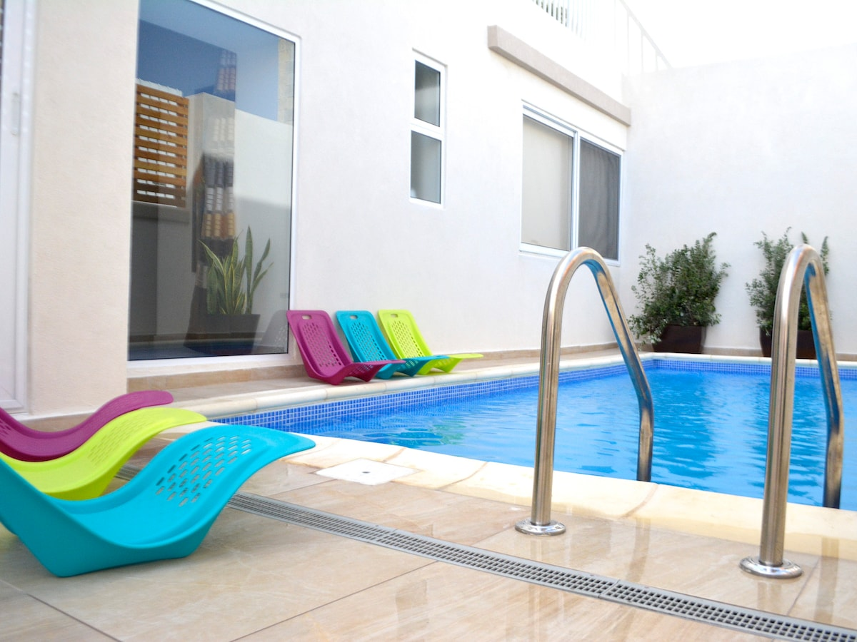 Villa with pool-St Julian's Room 4