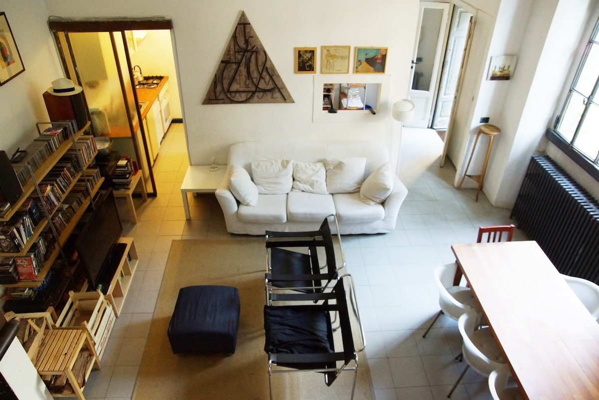 Wide, quiet & bright Navigli loft