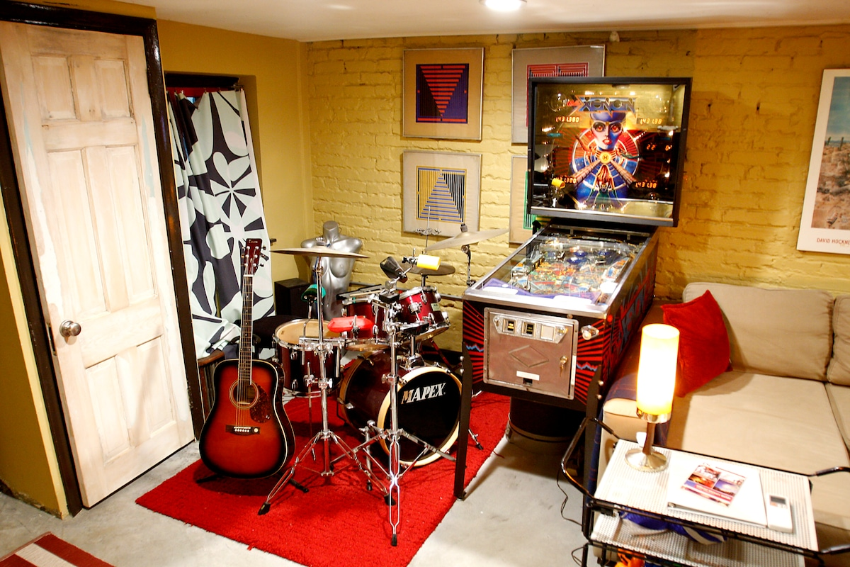 Practice your rhythm on the drum kit or just have a jam session with friends...