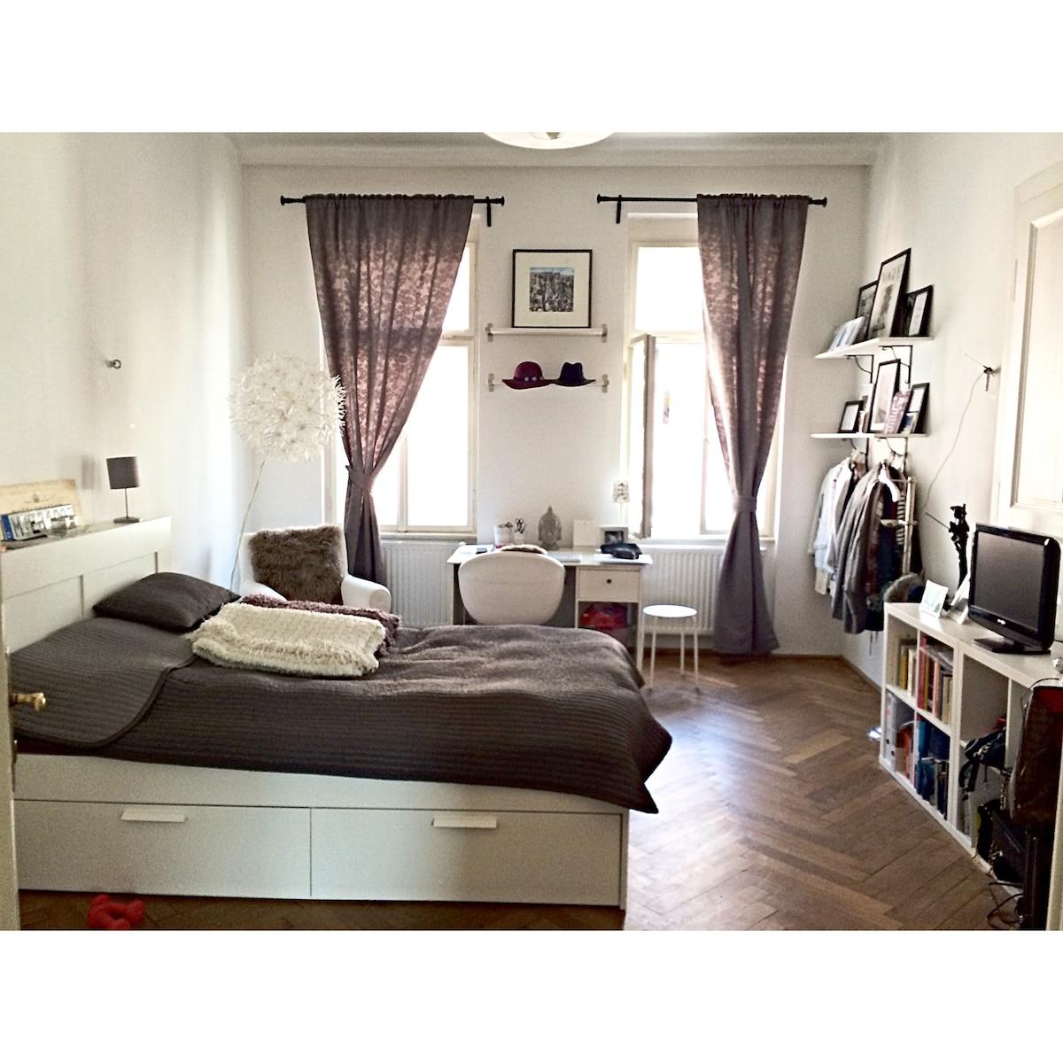 Altbau Zimmer in direkter Stadtlage