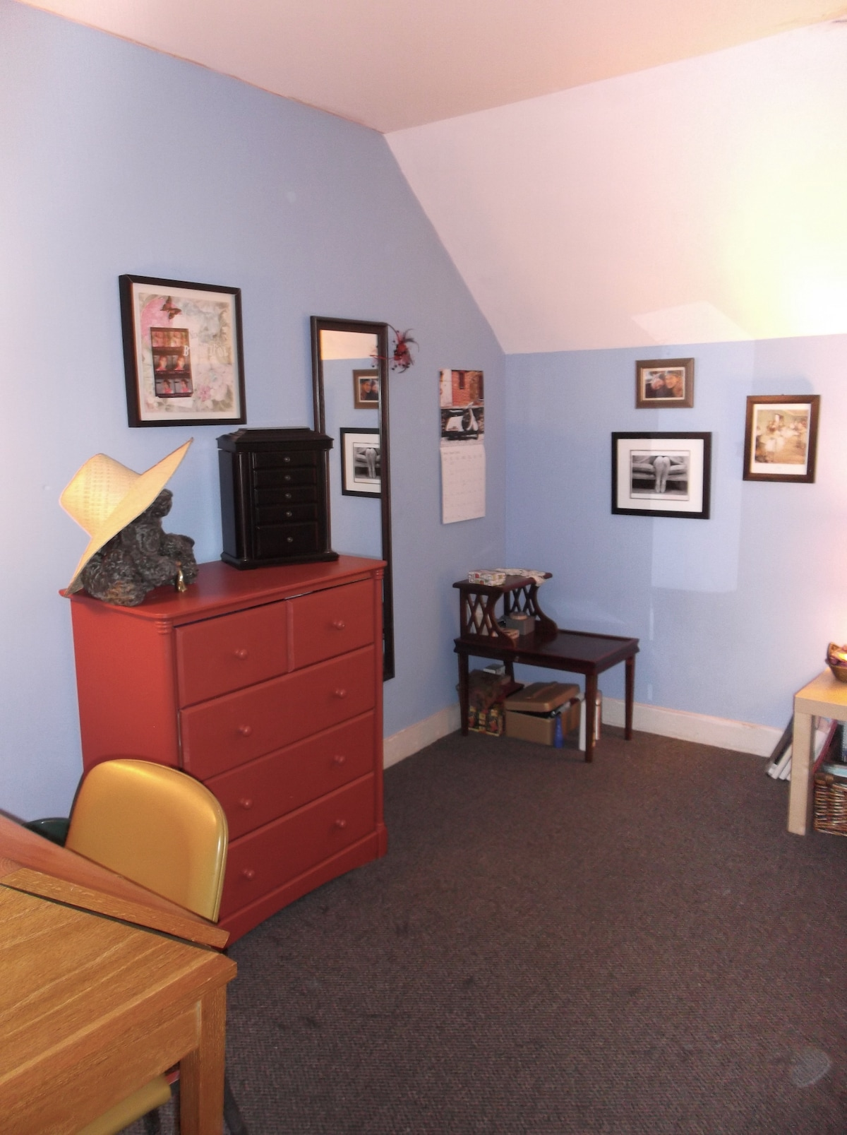 Private room in Centretown home