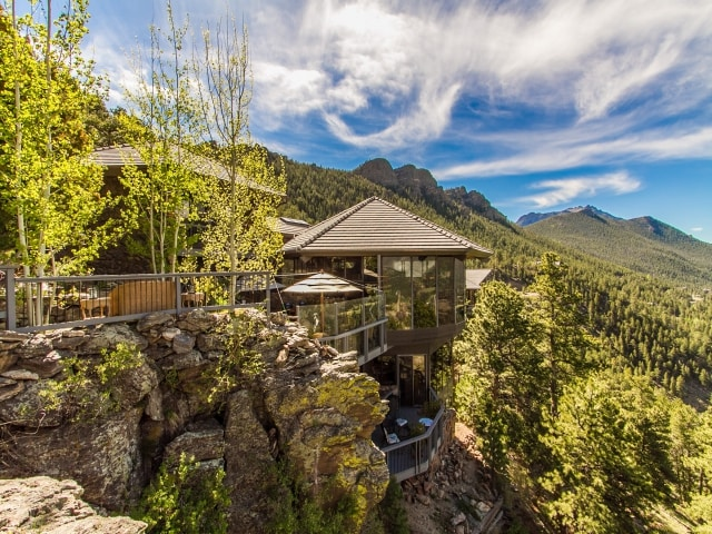 MOUNTAINSIDE LUXURY VACATION HOME.