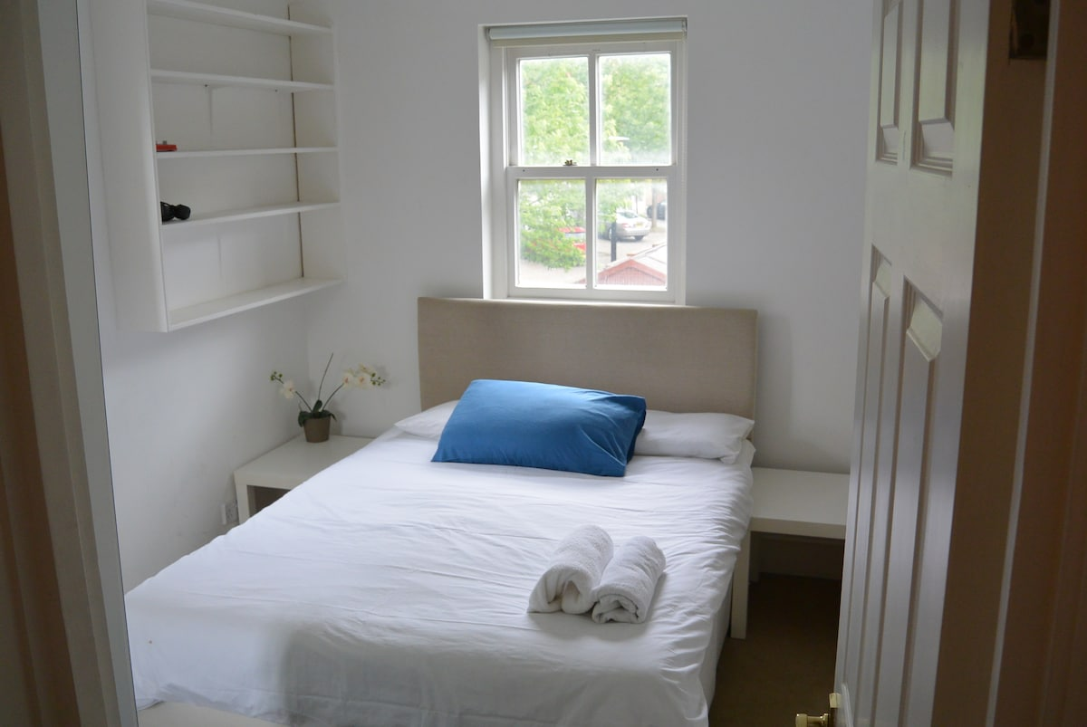 6. Cute Double Bedroom Perfect Area