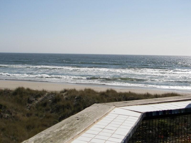 Beach Condo (S299)