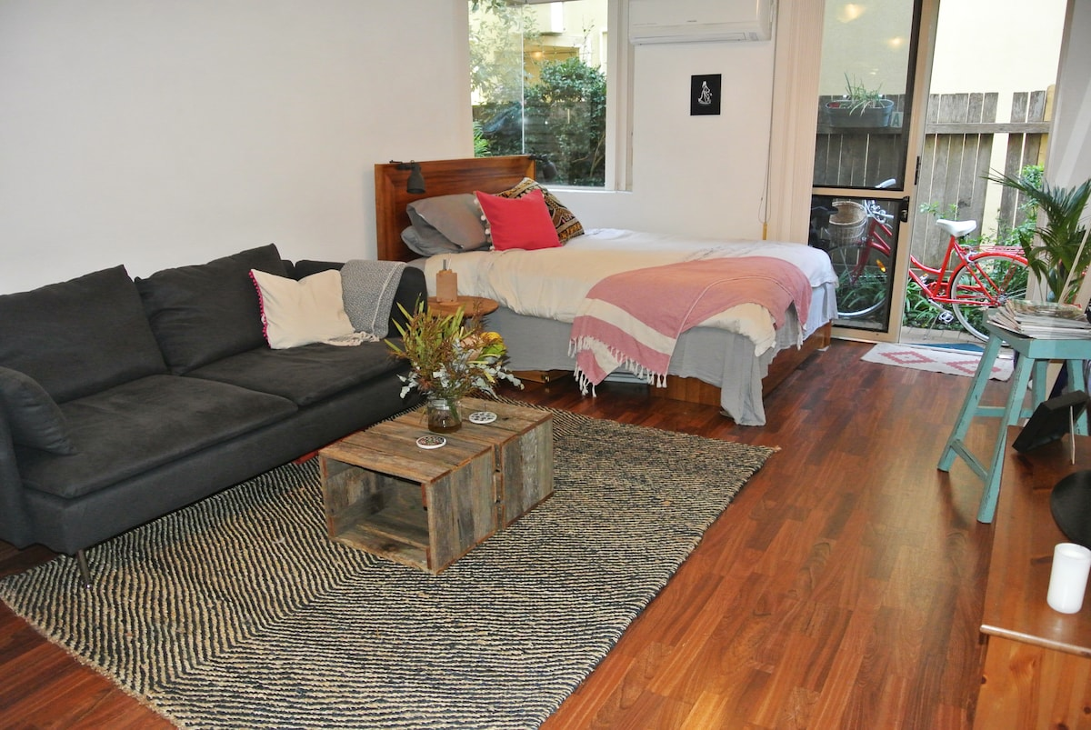 Studio 100 metres from Manly beach