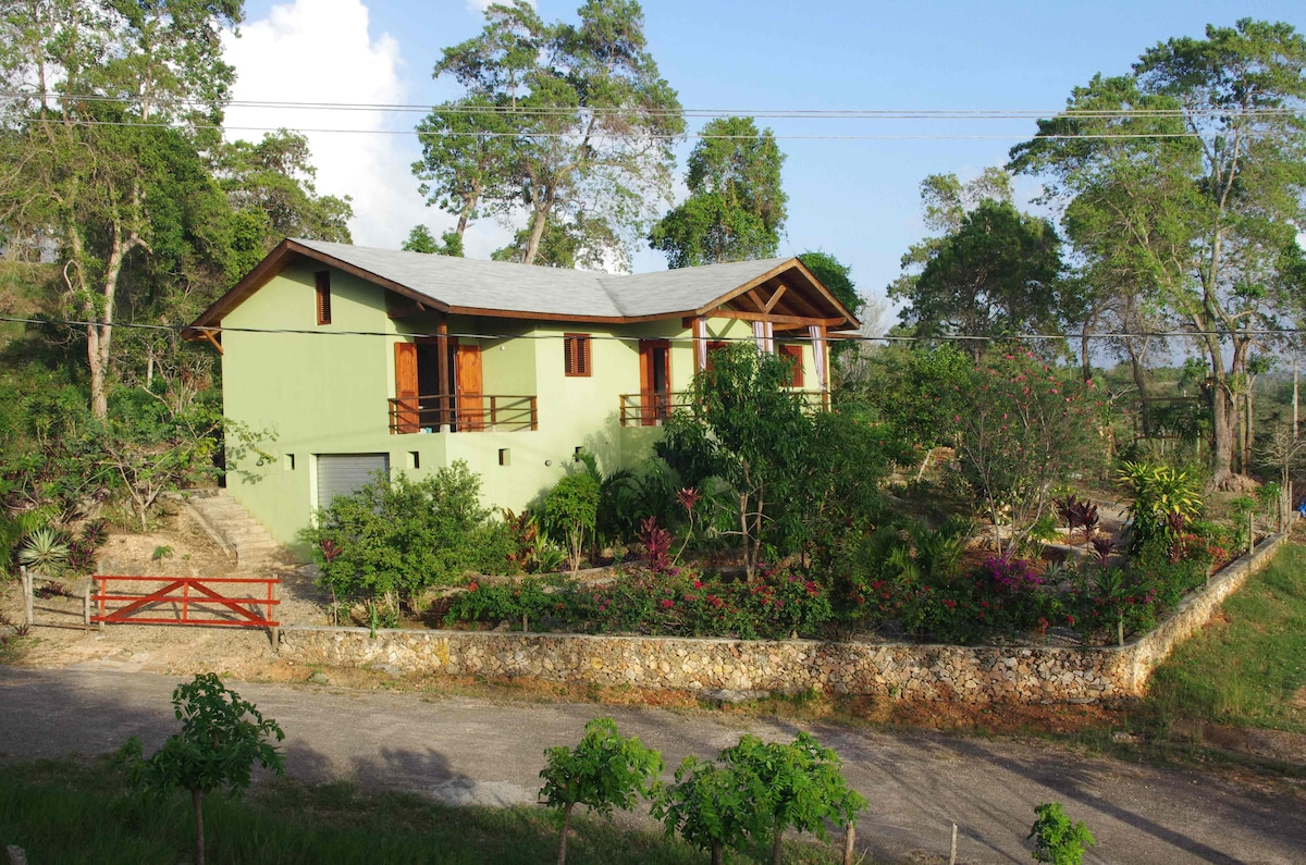 2 bedroom home with garden and view