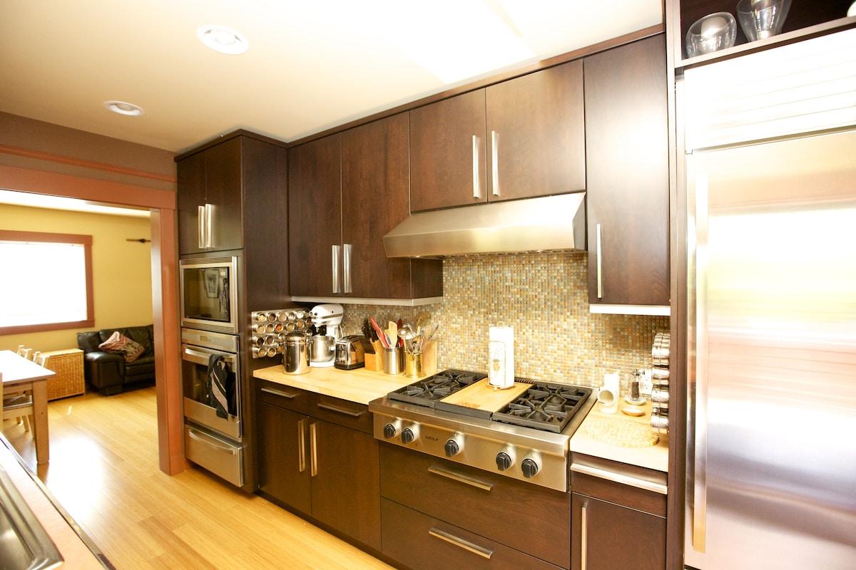 Kitchen: gas range