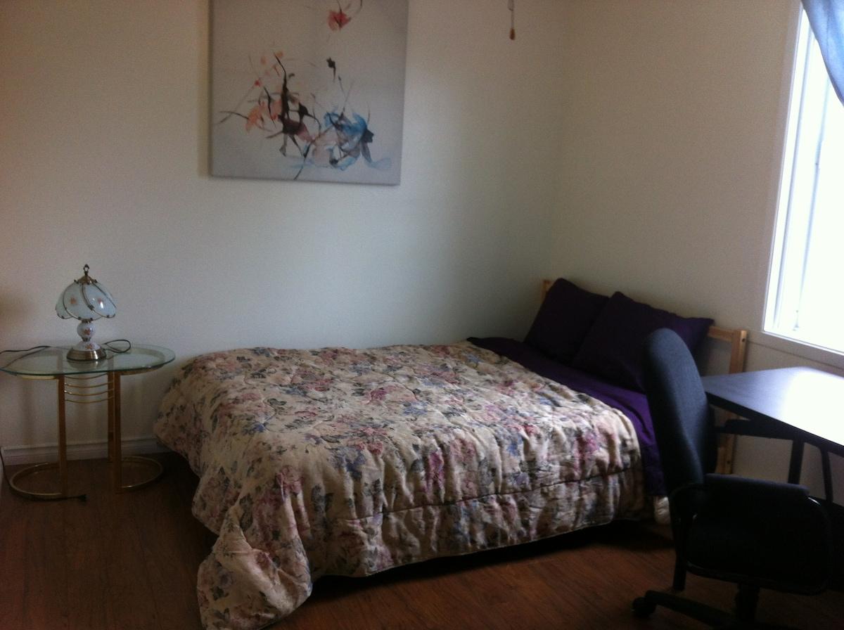 Room w Double Bed Full Bathroom 315
