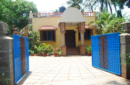 Bungalow with pool at madhisland
