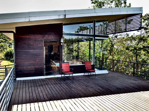 Peaceful, modern cabin in hills