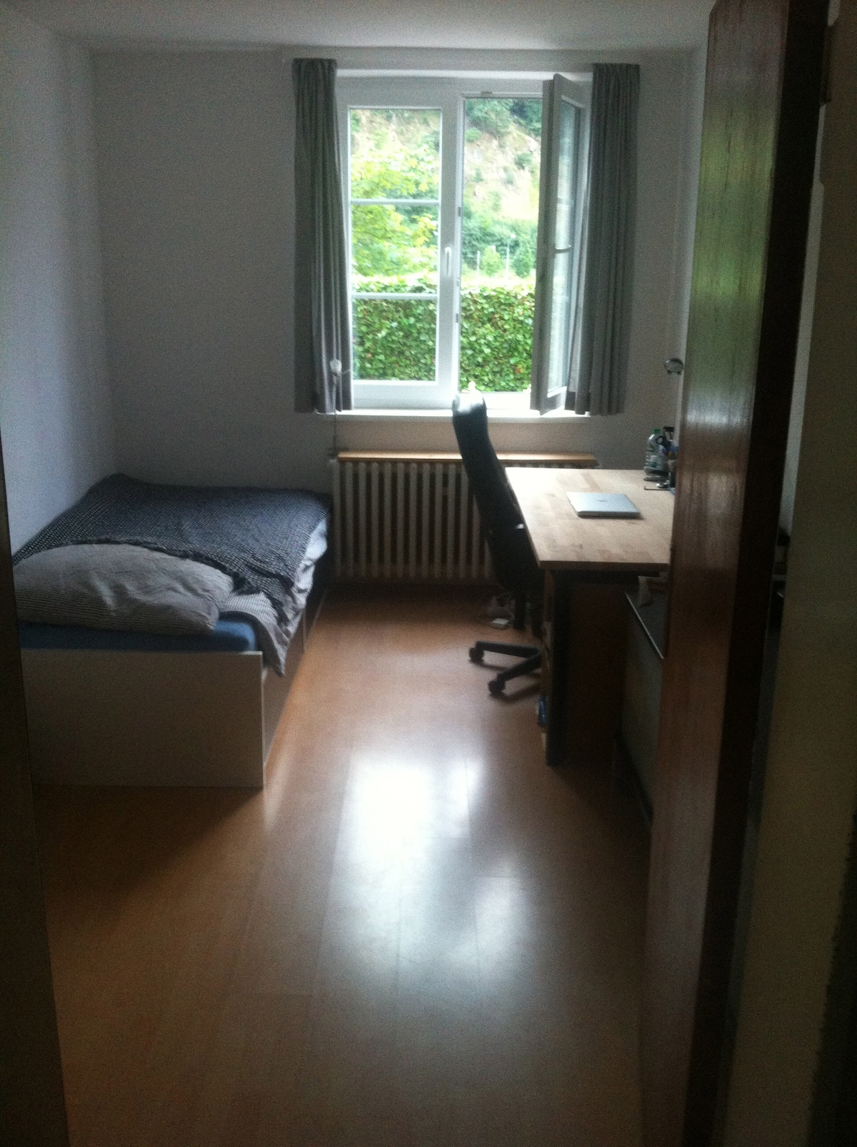 WG-Zimmer direkt am Neckar