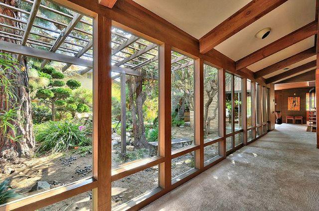 Frank Lloyd Wright style/ B&B oasis