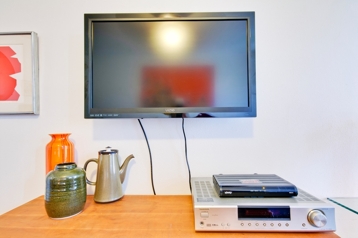 "Relax in your room, there's a 32"" tv and full cable, and a stereo for listening to  your iPod in your room."