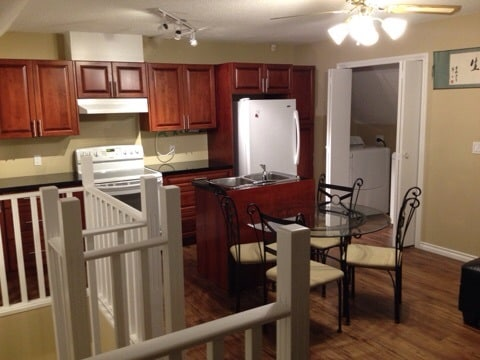 Large 2- 3bedrooms Central Richmond