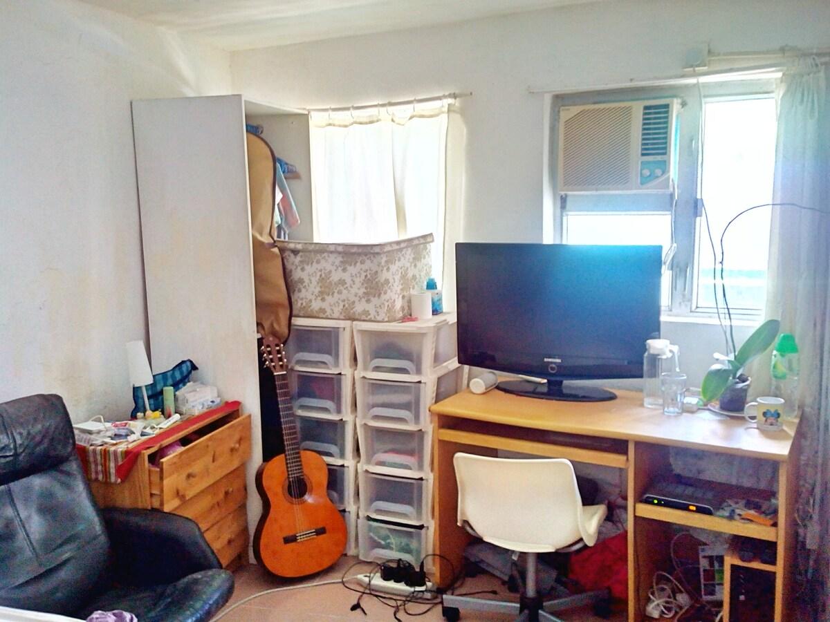 Huge room in SOHO/Central