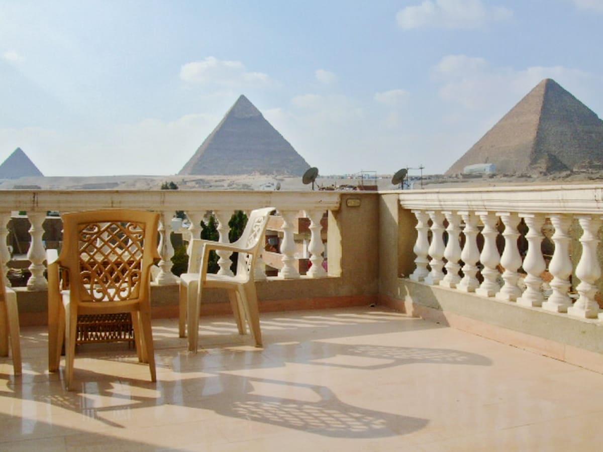 Spectacular flat facing Pyramids