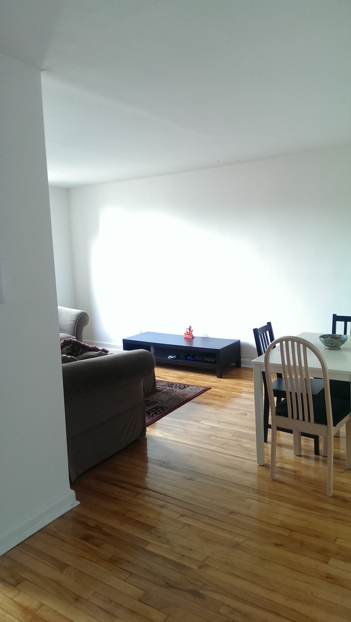Spacious Sunny Top Floor Apartment