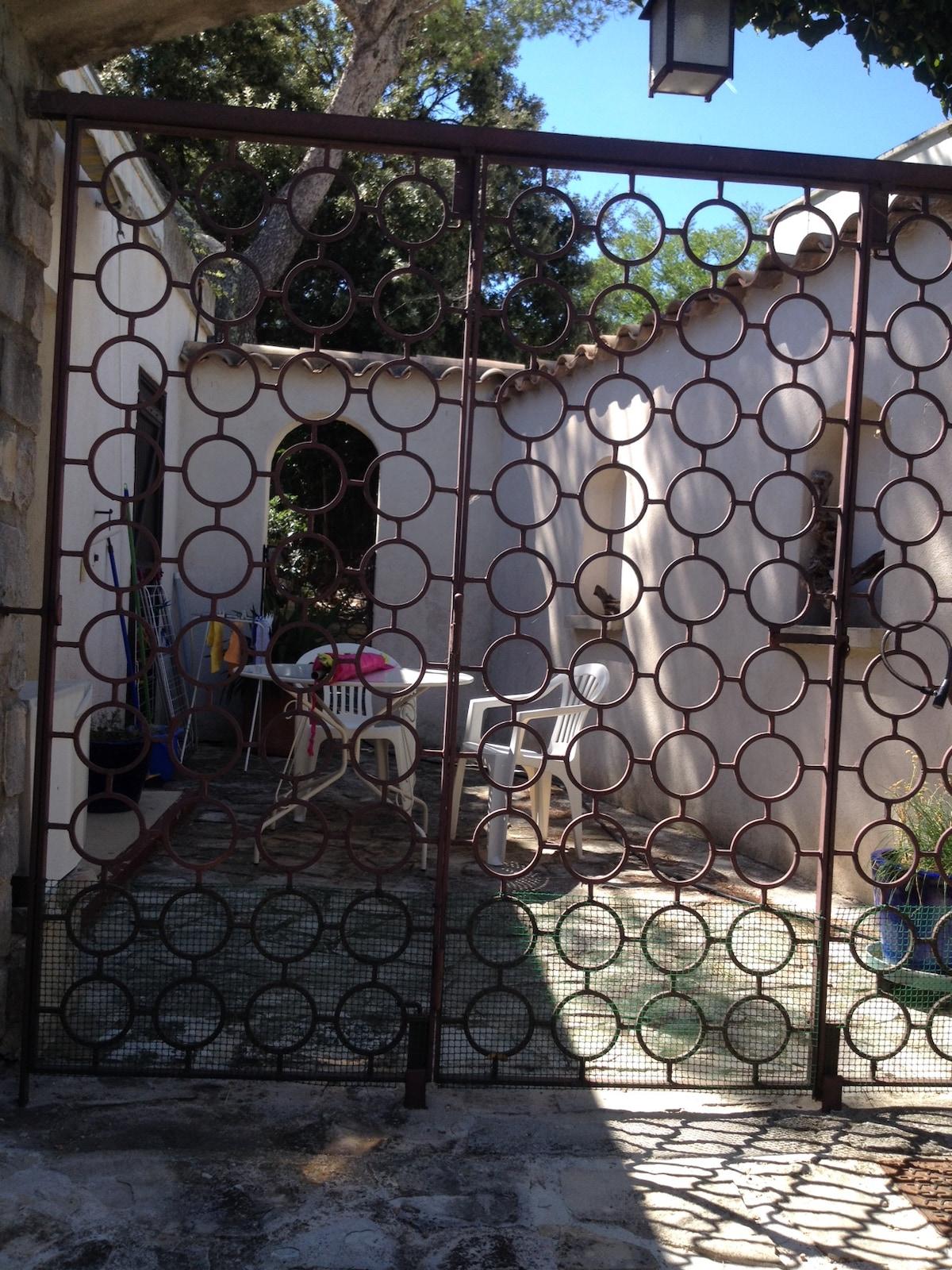 Studio dans propriété proche Cassis