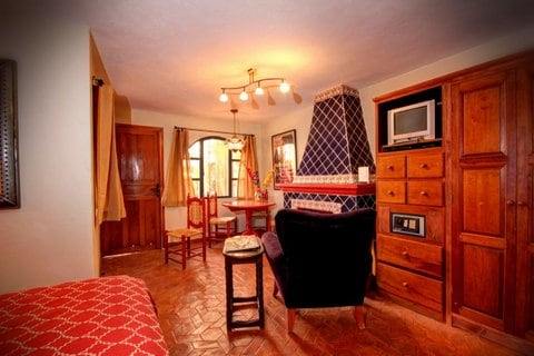Charming and distinguished, the Ricardo Montalbán Studio honors its name!