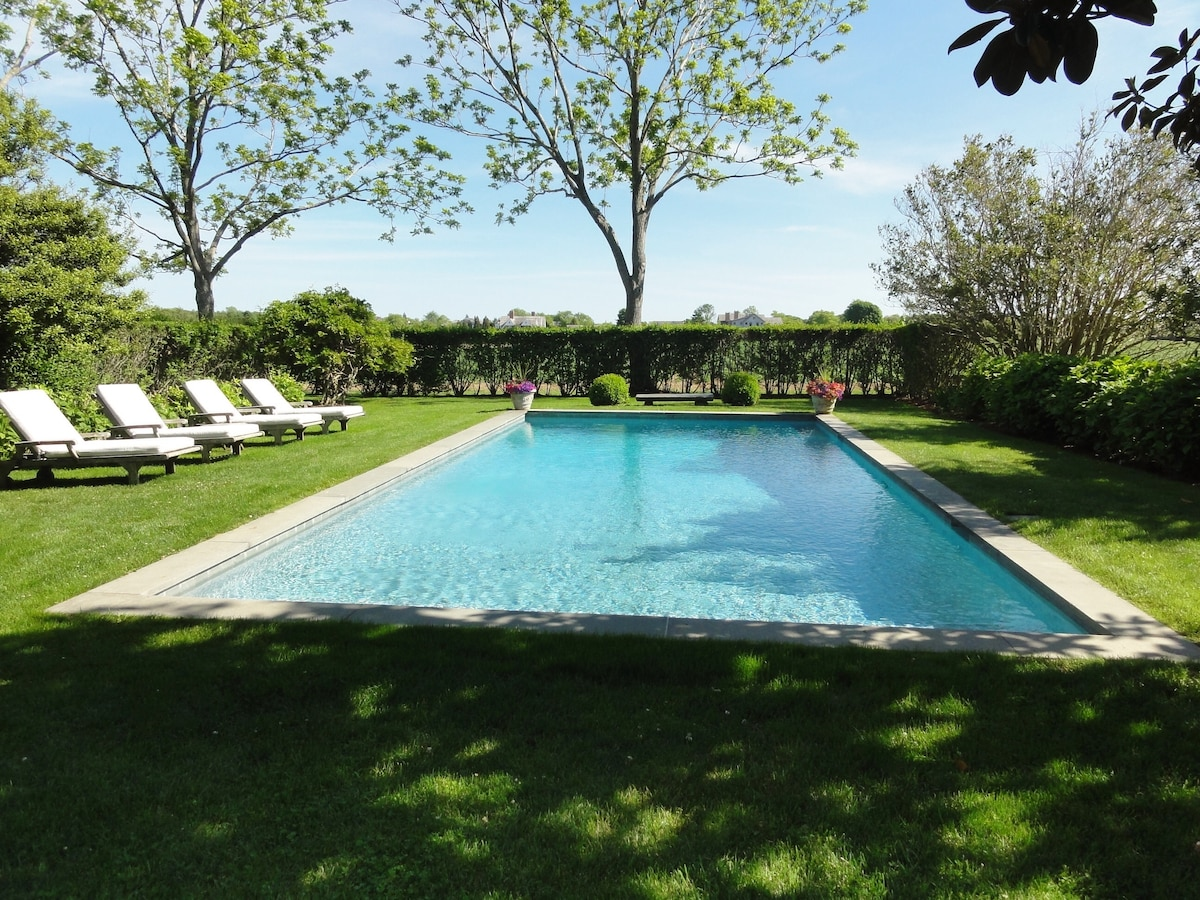 Guest house with private pool,