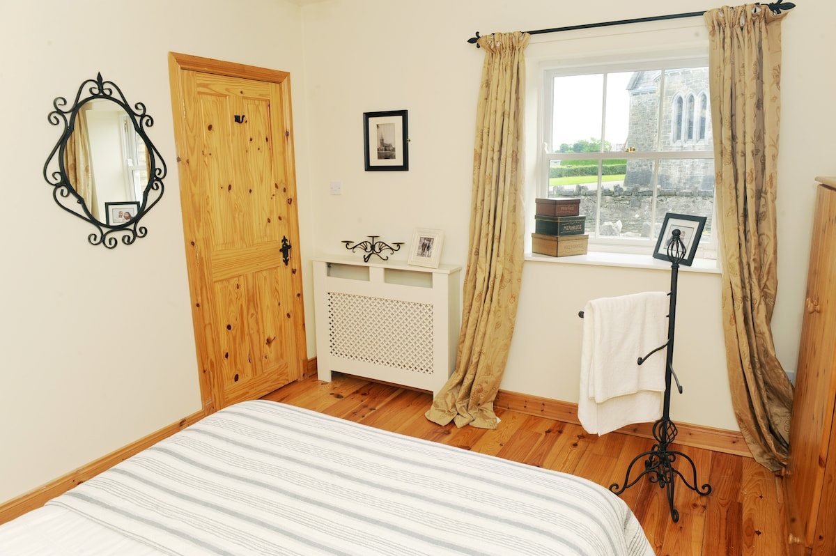 IRELAND COUNTRY COTTAGE DOUBLE ROOM