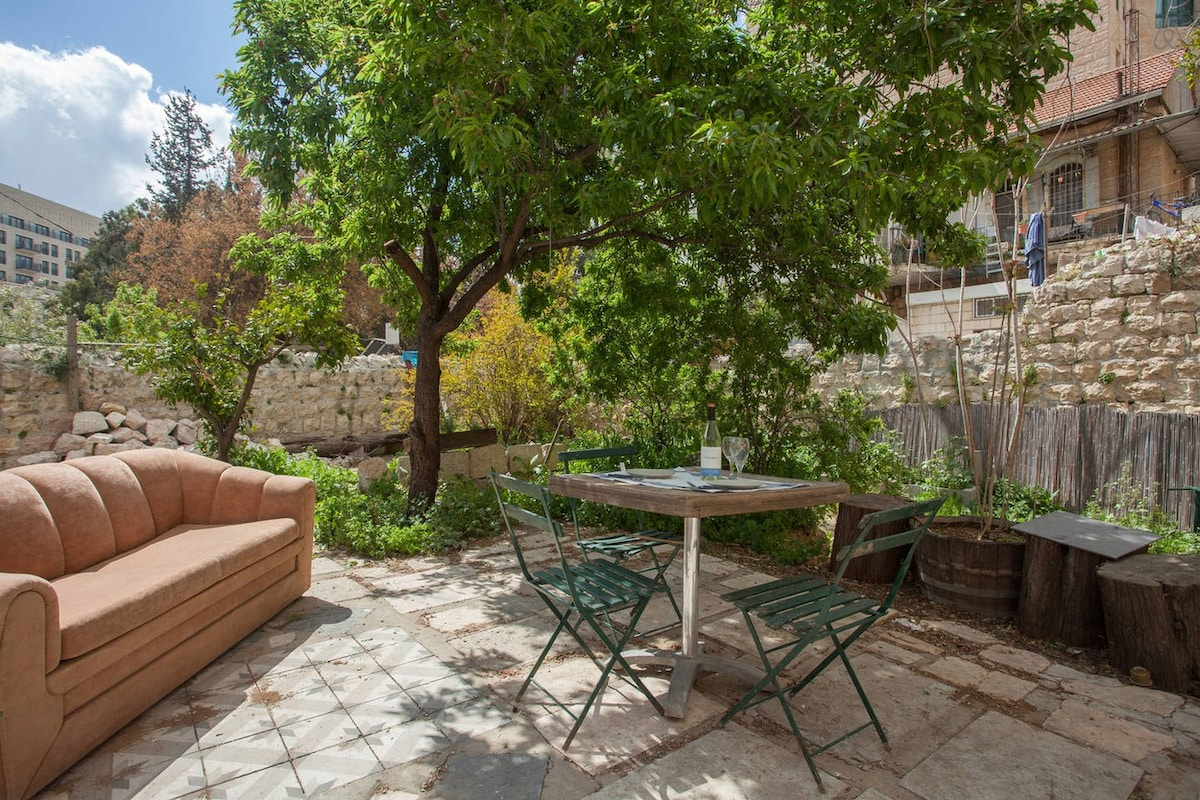 Garden flat in best location