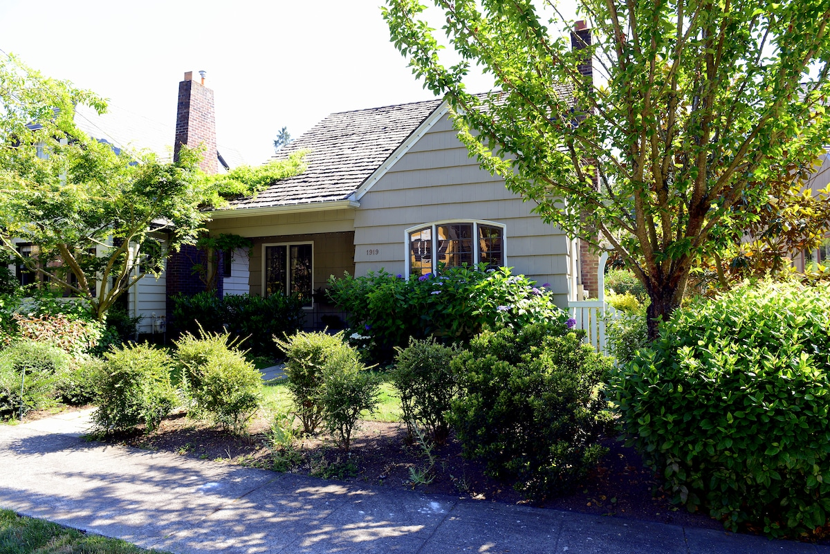 English Cottage in Montlake