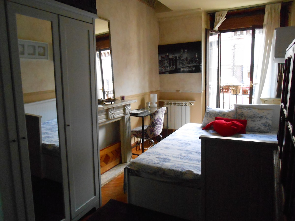 Great room in the center of Madrid
