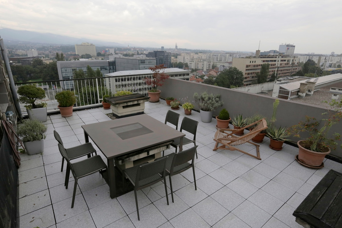 Studio overlooking downtown Zagreb