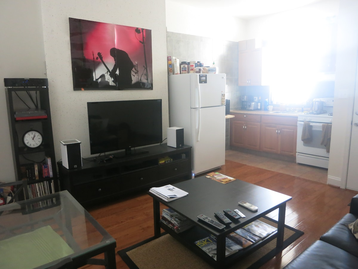 Couch close to inner harbor & more!