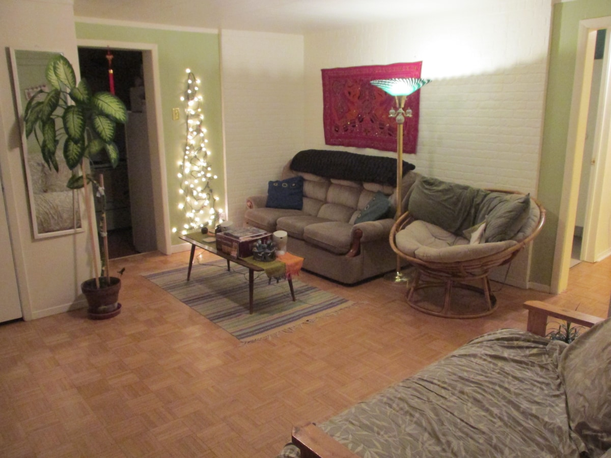 Affordable & 10 min. walk downtown