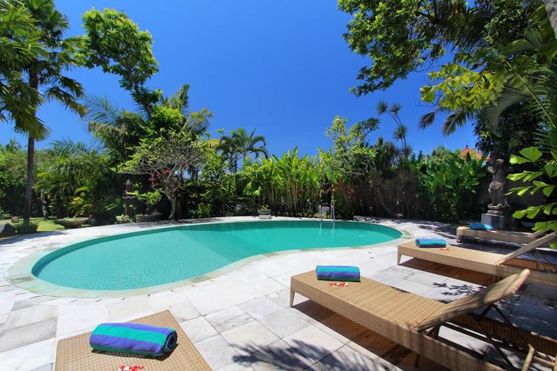 7 BDR Resort Near The Beach