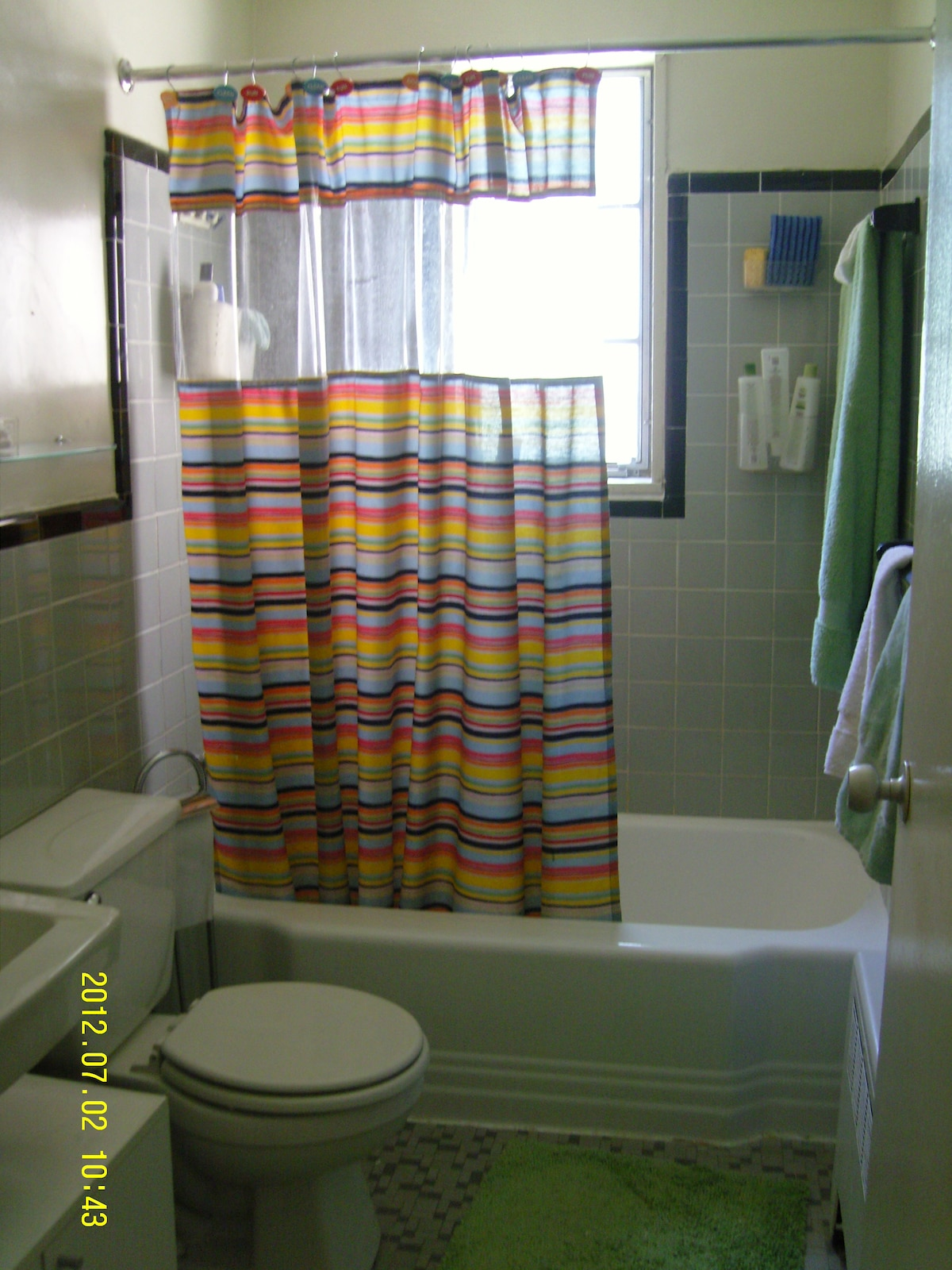 Yes, even the bathroom get's a splash of color!