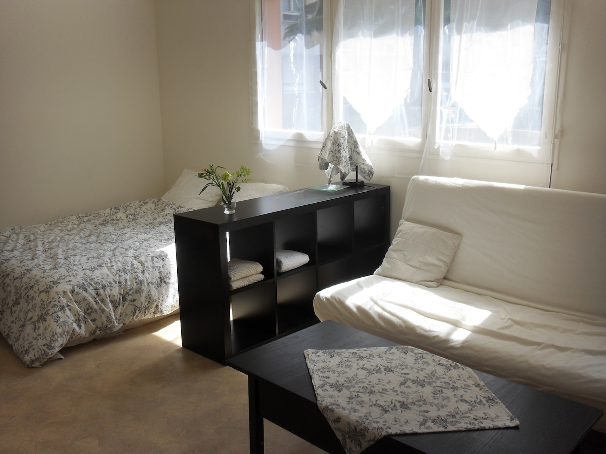 Bright independent flat..1or2people