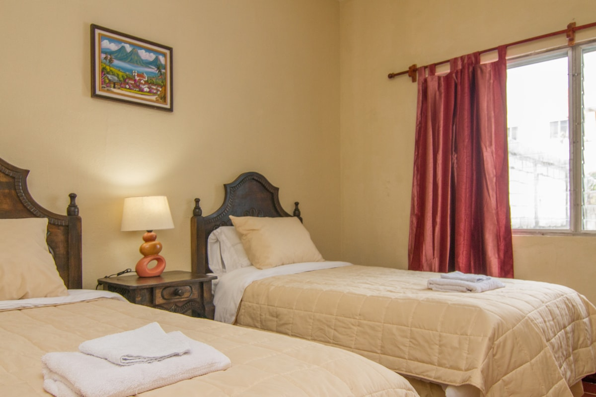 Best B&B by Historic Center! (Rm 4)