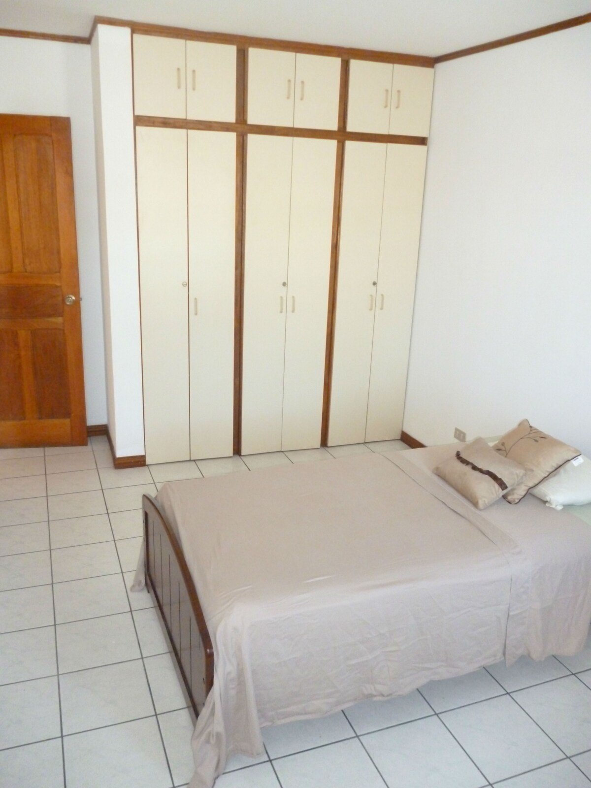 Private room, hot water, single bed