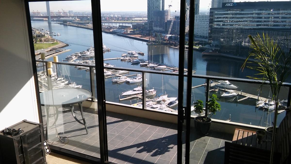 Stunning marina views in inner-city