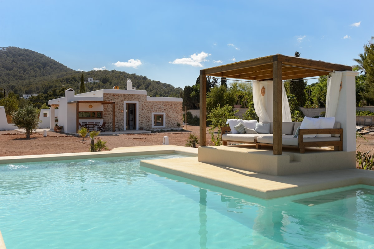 Ibiza cozy villa with swimming pool