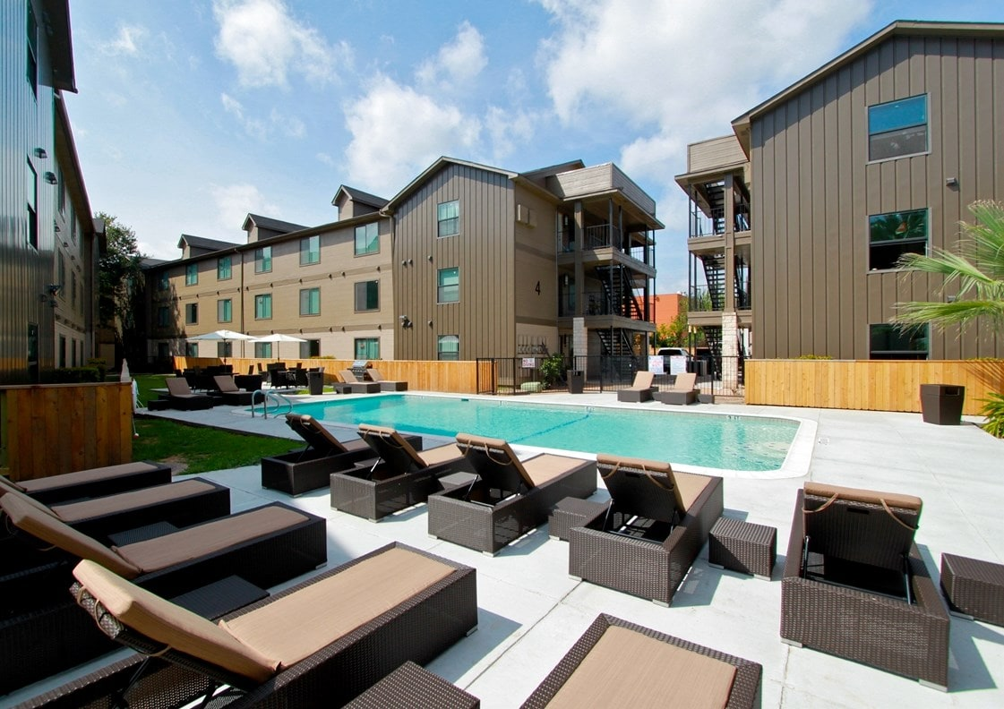 Luxury Apartment - .5mi from river