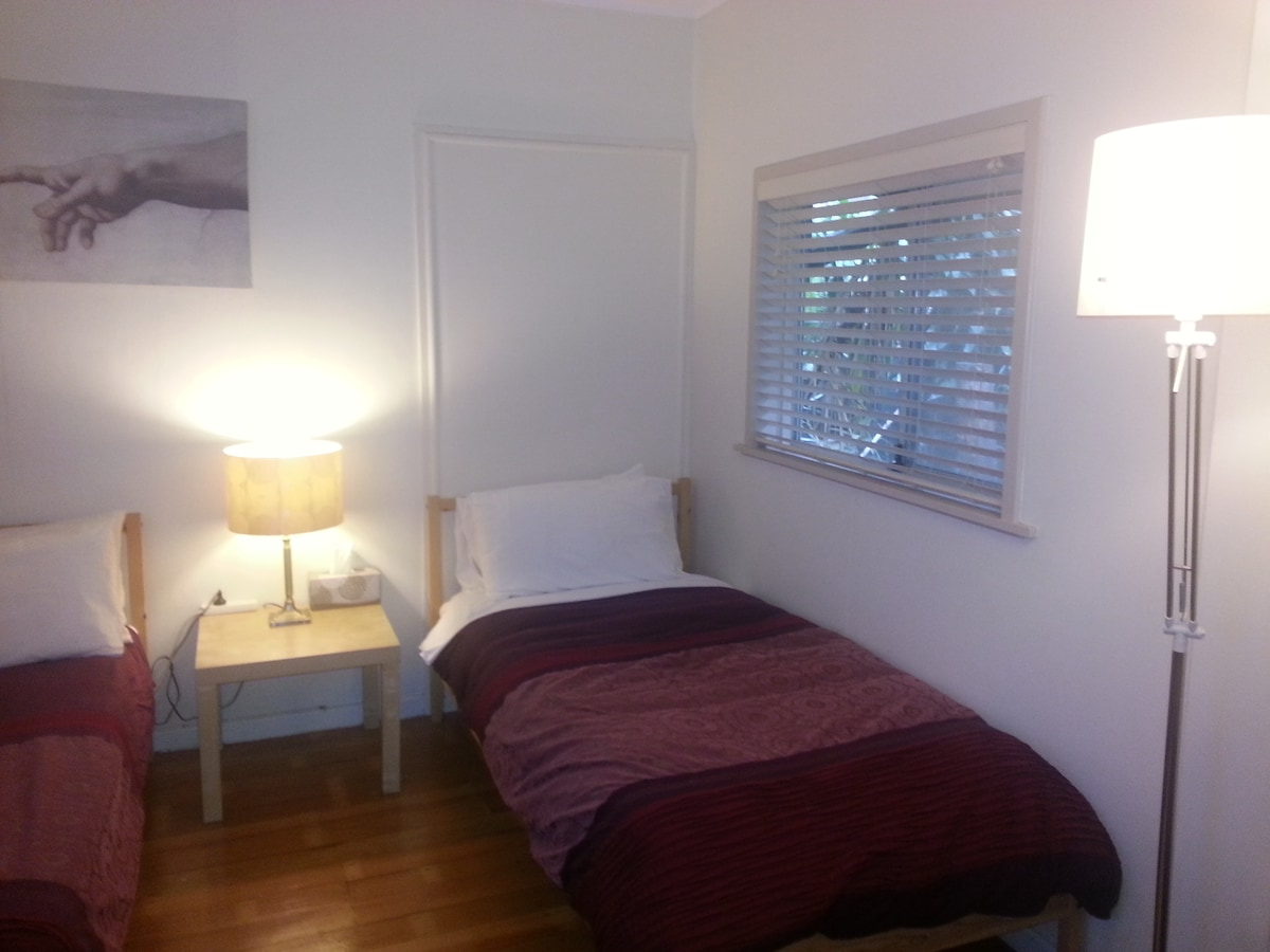 3 Beds,City, WiFi, Aircon, TV, Lock