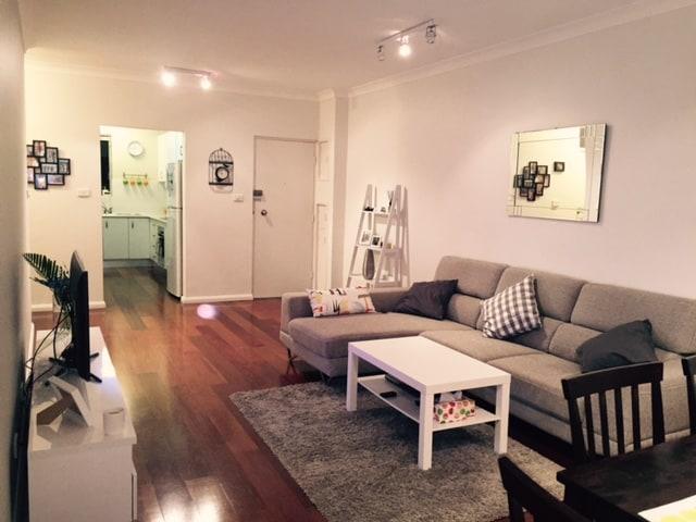 2 bed apt North Sydney, 10 mins CBD
