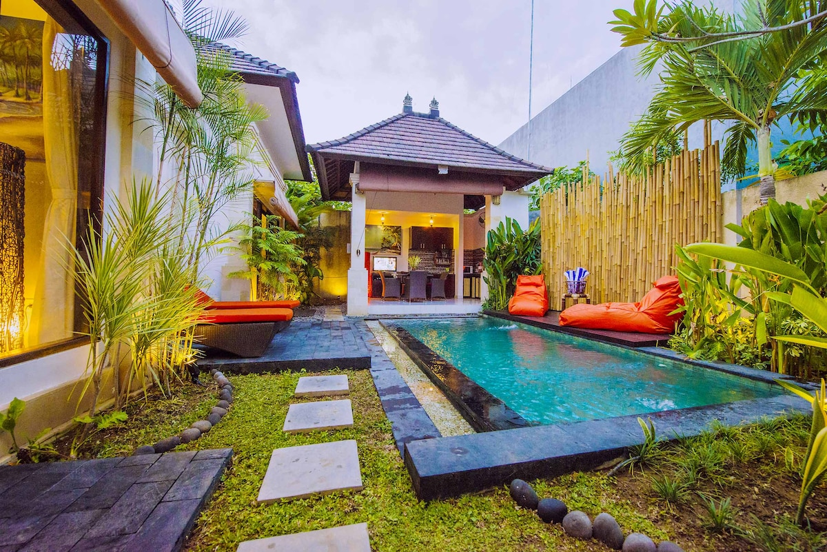 6 BR Luxury Pool Villa Hidden Oasis
