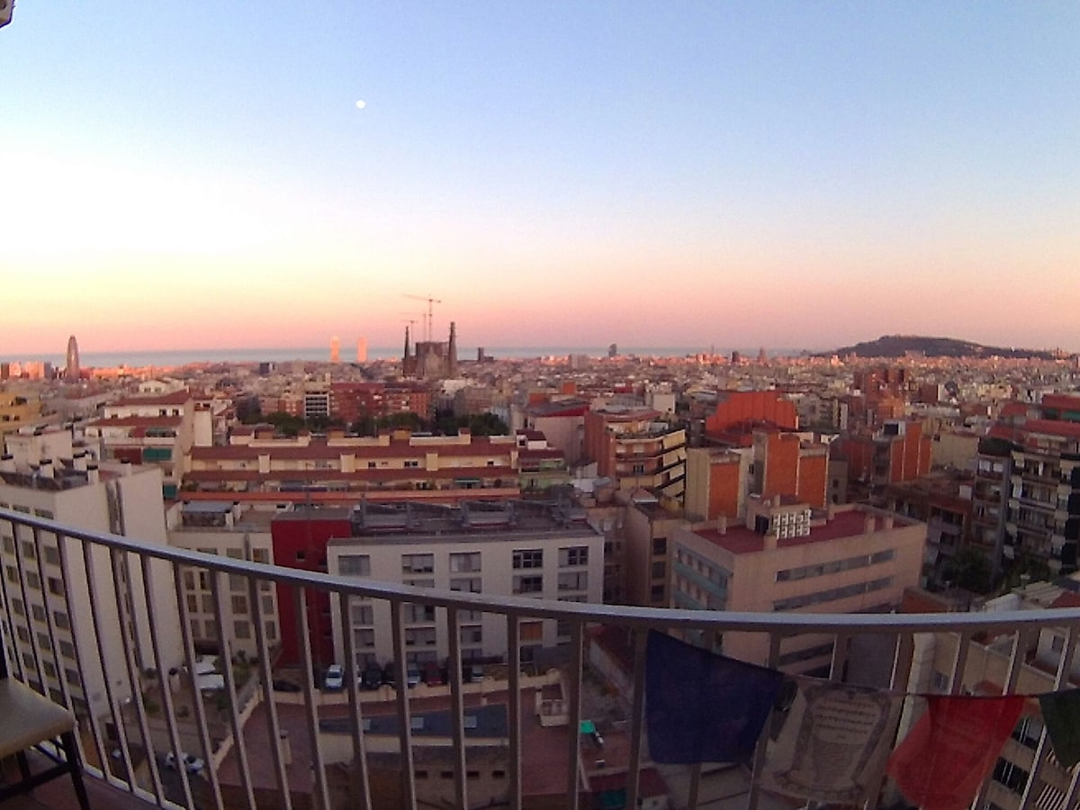 habitación,  en atico en barcelona,
