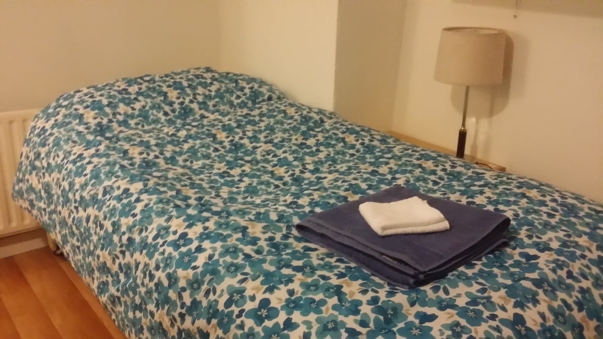 Host Friends | (2) Female bedroom
