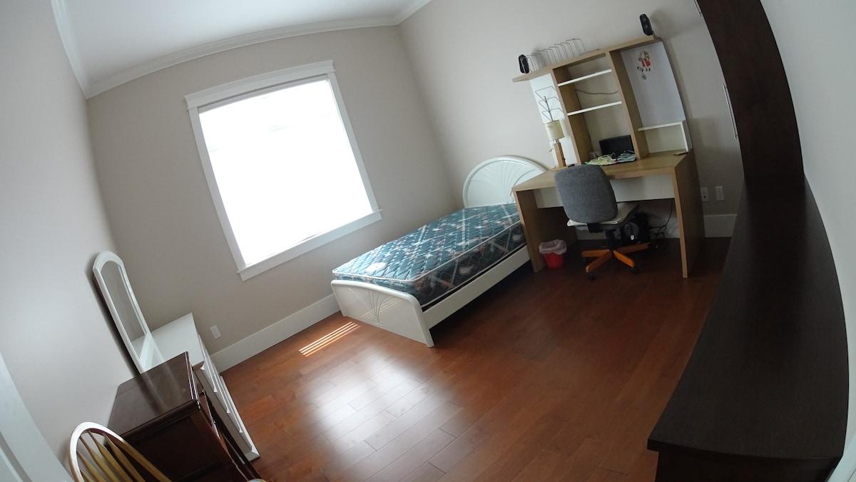brand new house, big & bright room