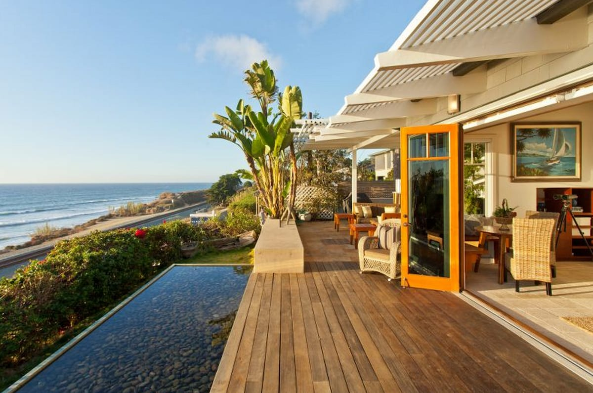 Gorgeous Del Mar Oceanfront Cottage
